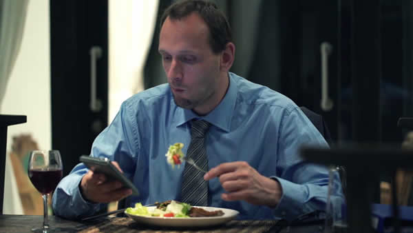 businessman-dinner